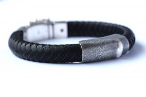 armband zwart leer zilver assieraad Teuns Design goudsmid Wijchen
