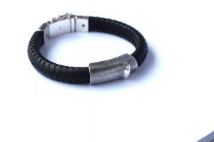 heren armband van Silk Jewelry gemaakt tot gedenksieraad met as door Teuns Design goudsmid in Wijchen