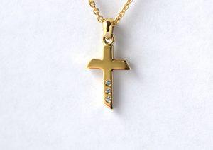 Gouden kruis met diamanten handgemaakt door Teuns Design goudsmid Wijchen