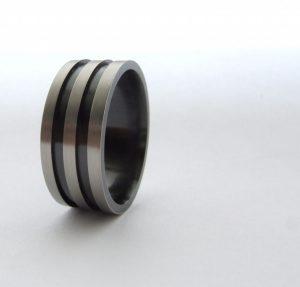 Zirkonium grijs en zwart heren ring Teuns Design goudsmid Wijchen